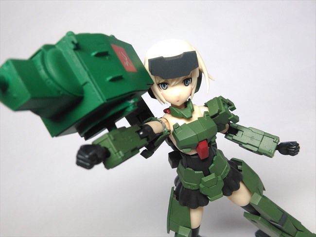 武器を構える轟雷のアップ