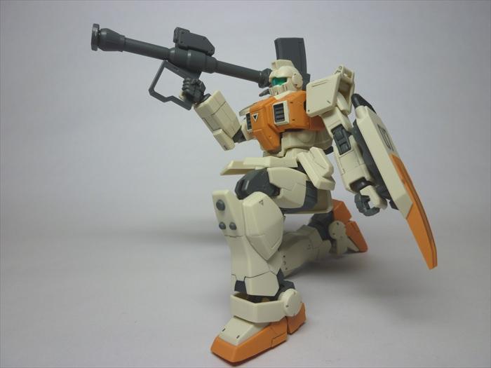 ロケットランチャーを構えた陸戦型ジム
