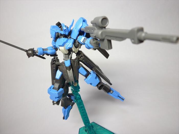 ライフルとサーベルを装備したヴィダール