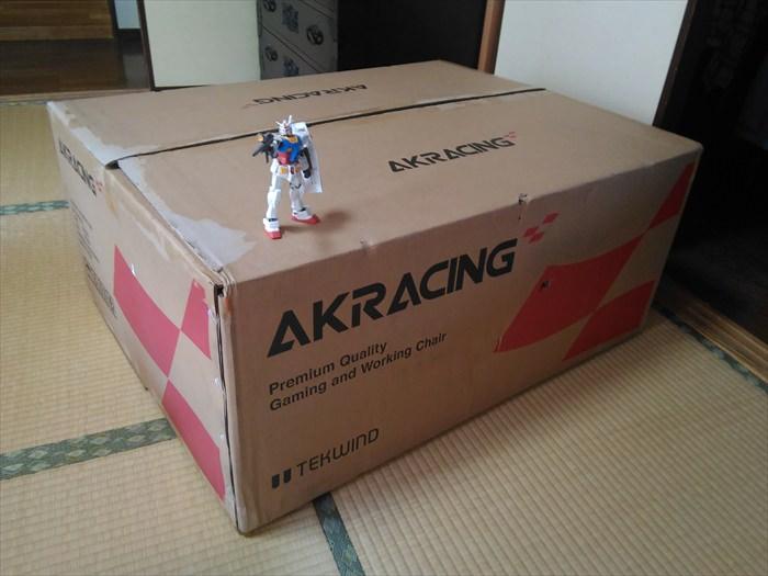 AKRACINGゲーミングチェアNITROの箱
