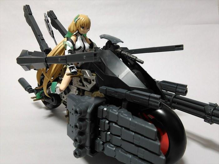 改造したラピッドレイダーに乗るfigmaアンジェラバルザック