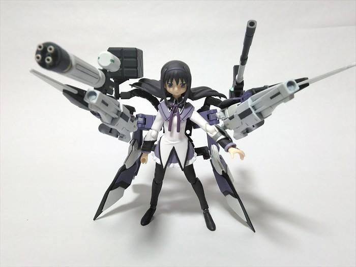 改造したガンプラの武器を装備するfigmaほむら