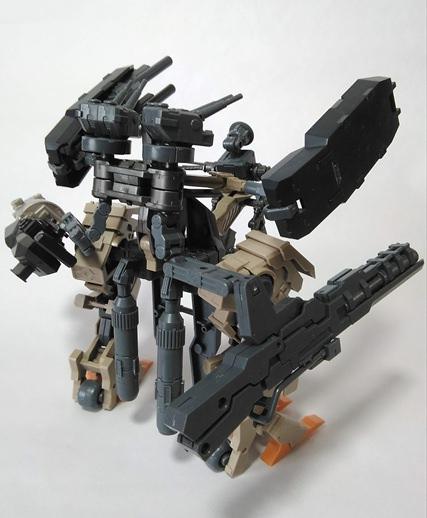 M.S.Gなどを組み換えて作ったロボットの後ろ姿