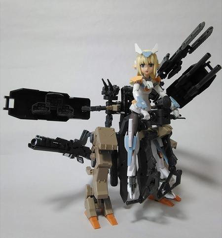ロボの武装を二枚刃のチェーンソーに換装した