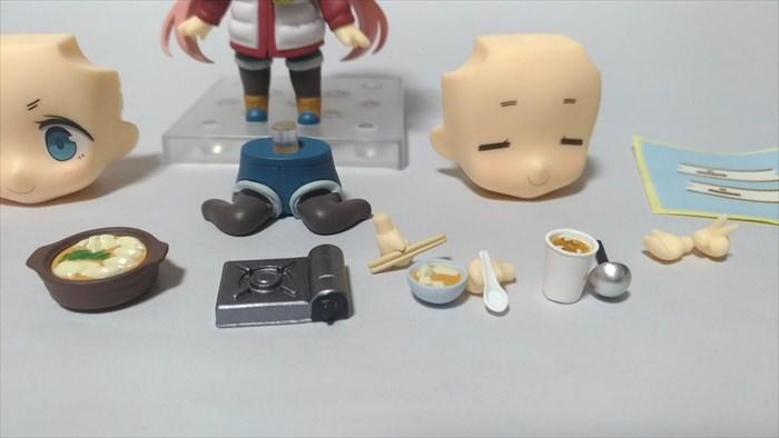 付属品の中に食べ物が特に多く含まれている