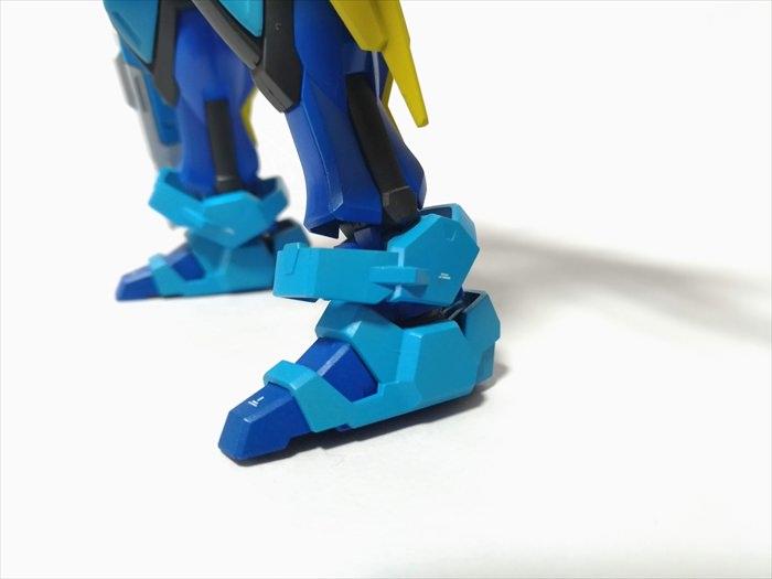 HGビルドストライクの足をBB戦士シナンジュの足に交換した