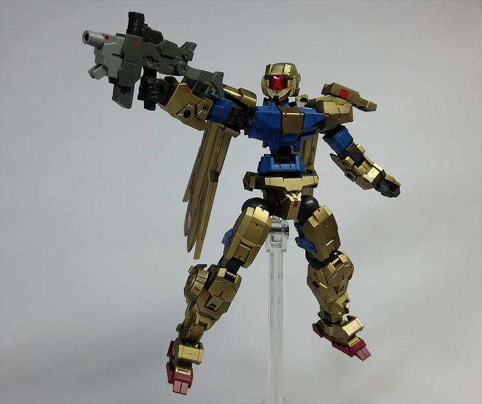 武器を構えた改造アルト