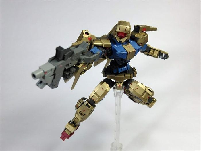 SEEDポーズで武器を構える改造アルト