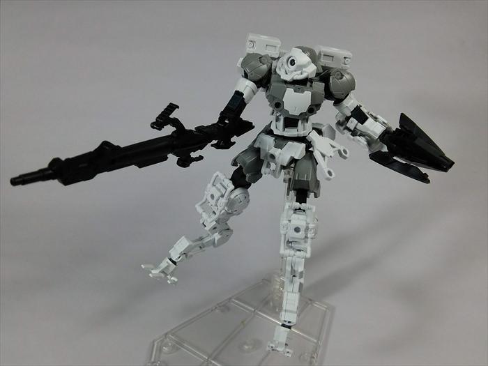 ポルタノヴァ宇宙仕様がアームユニット ライフル/大型クローを装備した様子