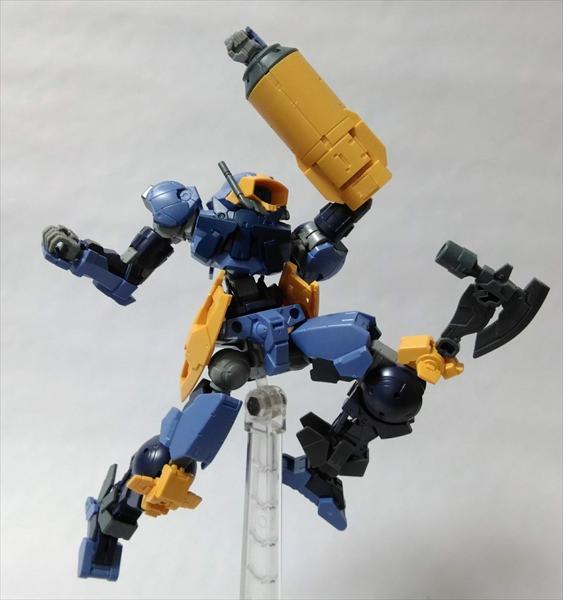 新規パーツの膝に武器が付けられる
