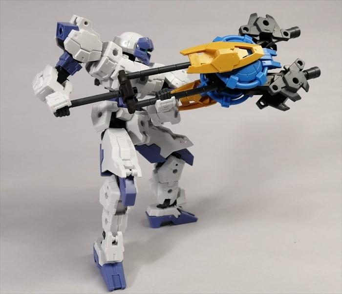 オリジナル武器を構えたラビオット