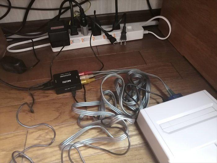 ニューファミコンとHDMI変換コンバーターを接続した様子