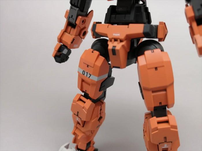 オレンジ色に塗ったアルトの下半身
