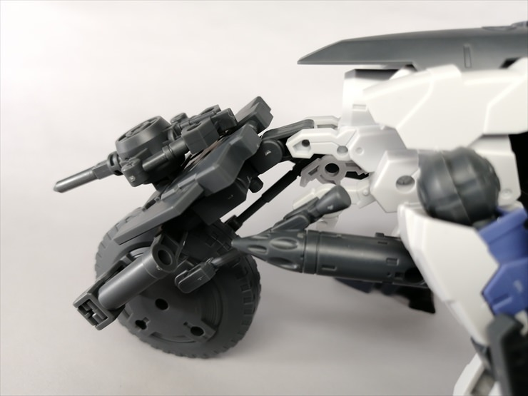 無人兵器のタイヤ付近