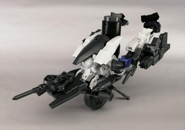 1輪形態に変形した無人兵器