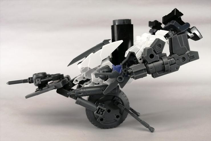 1輪形態の無人兵器を横から見た様子