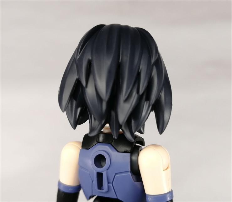 ショートヘア2[ネイビー1]に交換したリシェッタの後ろ姿